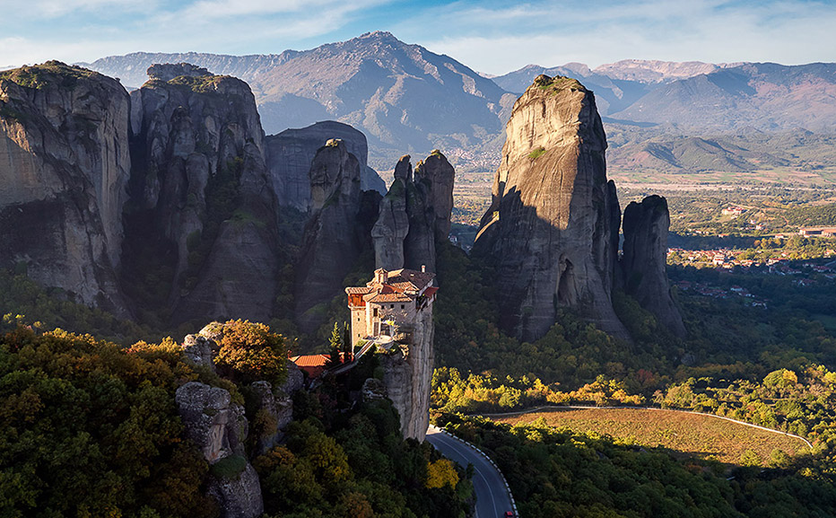 Image of mountains in Greece for study and travel courses to Greece